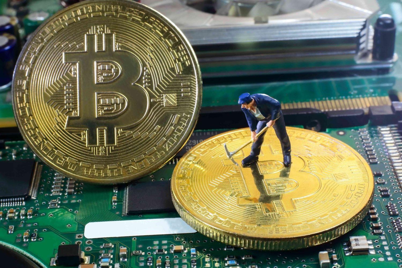 Pour certains, comprendre les crypto-monnaies et notamment le Bitcoin, peut s'avérer complexe. Nous allons essayer de retranscrire ici les 4 principes fondamentaux du fonctionnement du Bitcoin. Partons du principe que vous savez déjà comment acheter des b