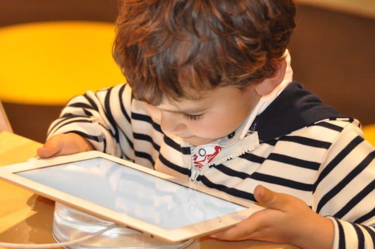 Les enfants face aux écrans : quels effets ?