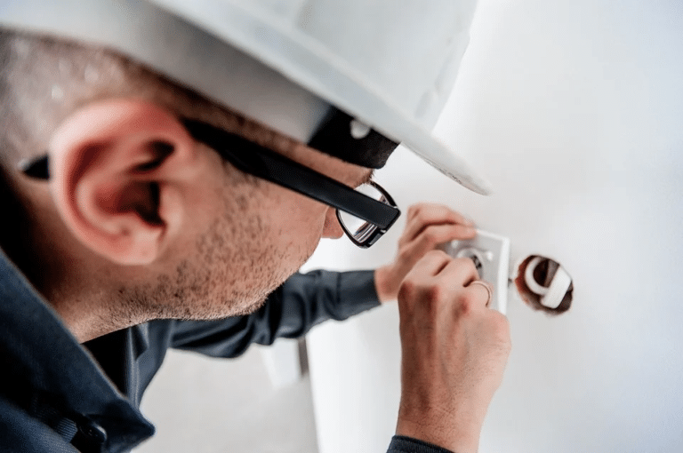 Les critères pour choisir un électricien performant